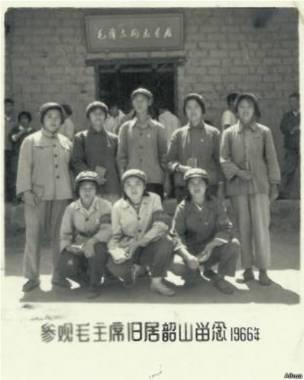 Ngải Hoa đi thăm quê hương của Chủ tịch Mao, điều nhiều người làm lúc bấy giờ