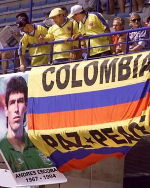 Los hinchas colombianos no olvidaron a Andrés Escobar en el mundial de Francia 1998.