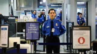 Agente de seguridad del aeropuerto estadounidense