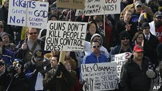 Partidarios de las armas frente al capitolio de Utah