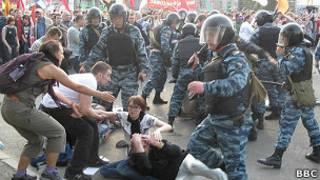Конфронтация оппозиции и полиции на Болотной площади