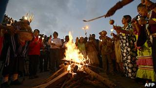 Ritual indígena por Hugo Chávez