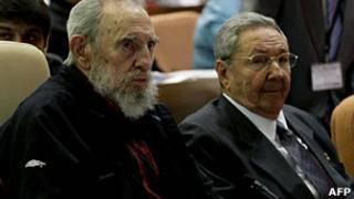 Fidel Castro y su hermano Raúl Castro