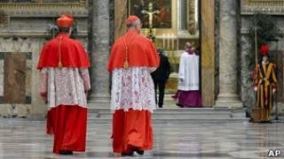 Cardenales en el Vaticano