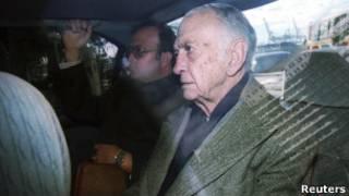 José Alfredo Martínez de Hoz tras salir de los tribunales en 2003