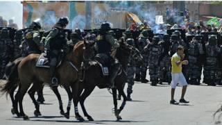 Policía controla manifestación cerca de estadio de Fortaleza, Brasil