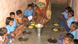 Almuerzo en escuela de Bihar