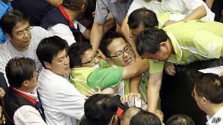 Trifulca en el Parlamento de Taiwán