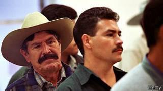 Mexicanos esperando para postular a una visa. Foto Getty Images.