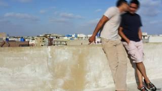 Casal gay no Paquistão | Foto: BBC