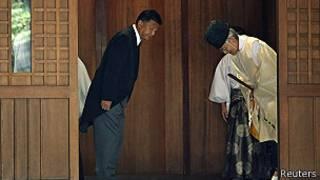 Yoshitaka Shindo, visita el Templo Yasukuni