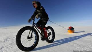 Menéndez Granados durante el cruce de Groenlandia