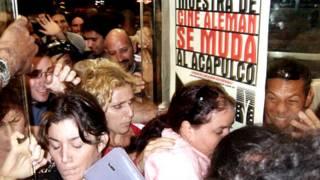 Người dân Cuba chen lấn để xem một bộ phim Hollywood
