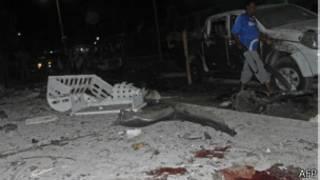 Destrozos causados por la bomba en Mogadiscio