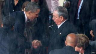 Obama e Raúl Castro. Getty
