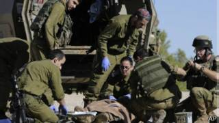 Paramédicos israelíes atienden al ciudadano israelí