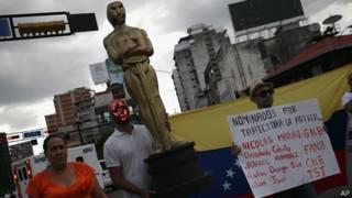 Una imagen de la estatuilla del Oscar en la crisis en Venezuela