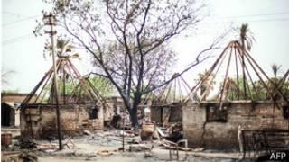 Poblado quemado en Sudán del Sur