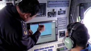 Investigadores analisam informações sobre o voo MH370