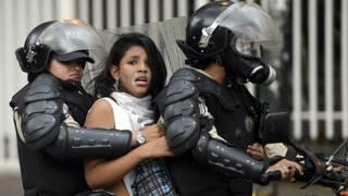Manifestante detenida en Venezuela