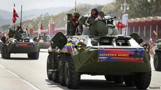 Tanques nas ruas da Venezuela (Reuters)