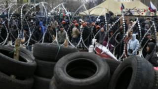 Waandamanaji wanaounga mkono Urusi katika mji wa Donetsk, mashariki mwa Ukraine