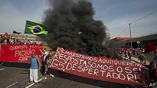 Brasileños protestan cerca del estadio Itaquerao