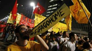 Manifestantes contra a Copa do Mundo em São Paulo