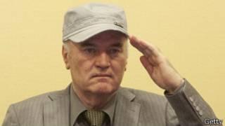 Ratko Mladic en su primera aparición en La Haya
