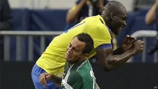 Momento del choque entre Segundo Castillo y Luis Montes