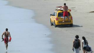 Equipo de rescate en Venice Beach