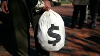 Bolsa con signo de dinero
