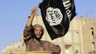 Combiatiente de Estado Islámico en Siria en julio de 2014