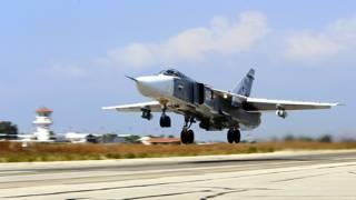 Российский Су-24М взлетает с базы в Сирии