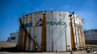 Tanque de almacenamiento de Pemex.