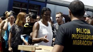 151113174939_costa_rica_cubans_migrants_