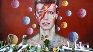 160111165632_bowie_tributo_flores_mural_