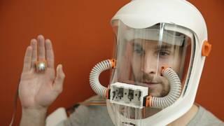 Mascara para experimentar la sinestesia