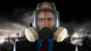 Una persona con una máscara de gas
