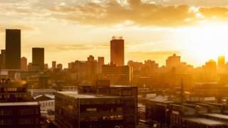 Se oculta el sol en Johanesburgo