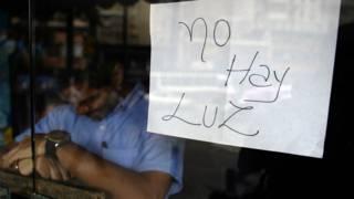 Una tienda cerrada en Venezuela for falta de luz