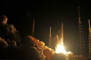 SpaceX подготовила самую мощную в мире ракету к пуску на ...