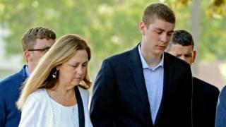 Brock Turner fue condenado a 6 meses de prisión por abusar sexualmente de una joven, pero la defensa de su padre creó polémica en las redes.