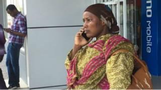 Tanzanie : les faux portables déconnectés - BBC Afrique