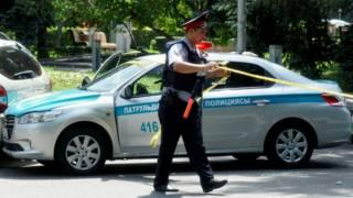 قزاقستان کې دوه پولیس په ډزو وژل شوي