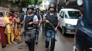 د بنګله دېش پولیسو د اسلامپالو پر پټنځای برید کې ۹ کسان وژلي