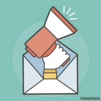 Símbolo de un sobre de carta con un megáfono