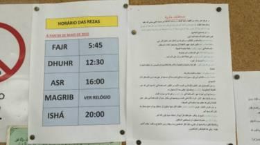 Quadro de avisos na Mesquita do Pari Foto: Camilla Costa | BBC Brasil