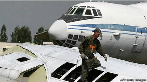 """Aviones de fabricación rusa en un """"cementerio"""" de Bielorusia."""