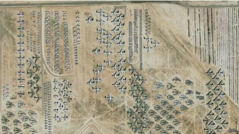 """Vista aérea del """"cementerio"""" de aviones Davis-Monthan"""